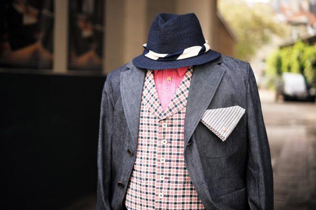 outfit-sofiedhoore-denimsuit-anzug-jeans-interbrigade-weste-kariert-timeless-gürtel-japanblue-hut-02