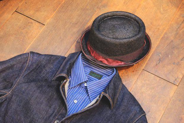 outfit-blacksign-jeansjacke-denim-orgueil-chino-hose-stevenson-overall-hemd-indigo-streifen-detail-move-roma-porkpie