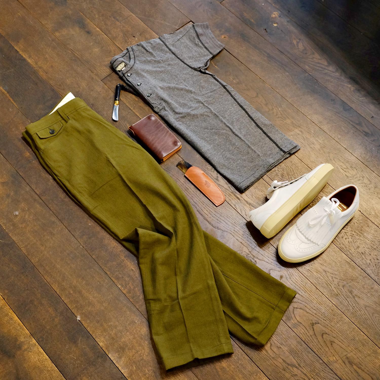 outfit-shuttlenotes-leinenhose-medwinds-sneaker-blacksign-henley-shirt-ondura-kamm-timeless-portemonnaie-maxpoglia-taschenmesser