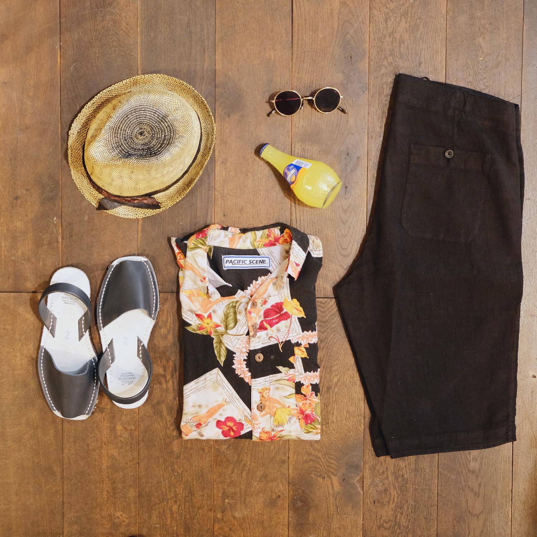 sommer-outfit-kombination-move-roma-strohhut-vintage-hawaiihemd-hannesroether-leinenshorts-avarcas-menorca-eyevan-sonnenbrille