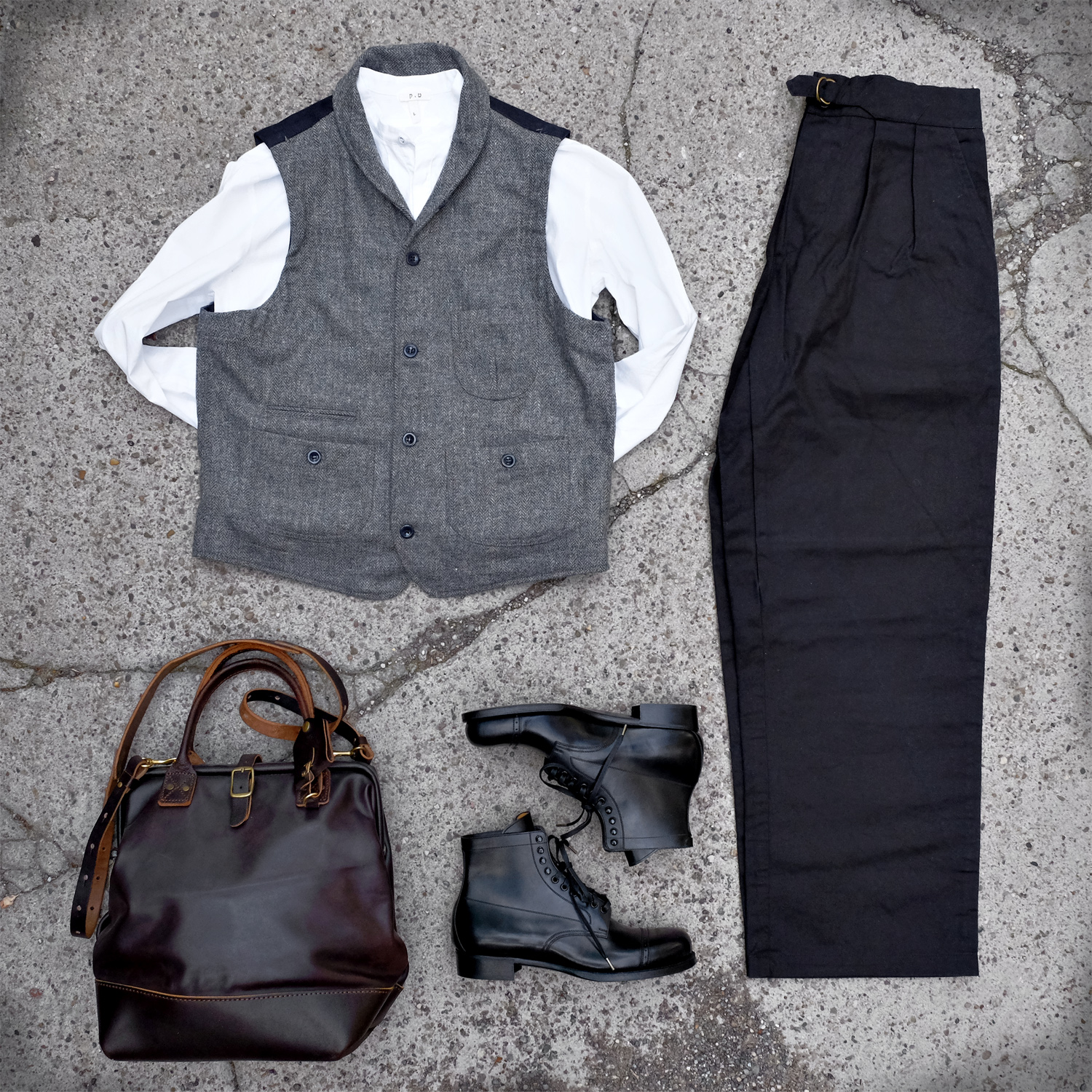 outfit-captainsantors-weste-wolle-kushnir-pants-blacksign-stiefel-billykirk-tasche