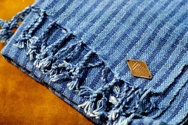 indigo-people-schals-blau-handgewebt-02