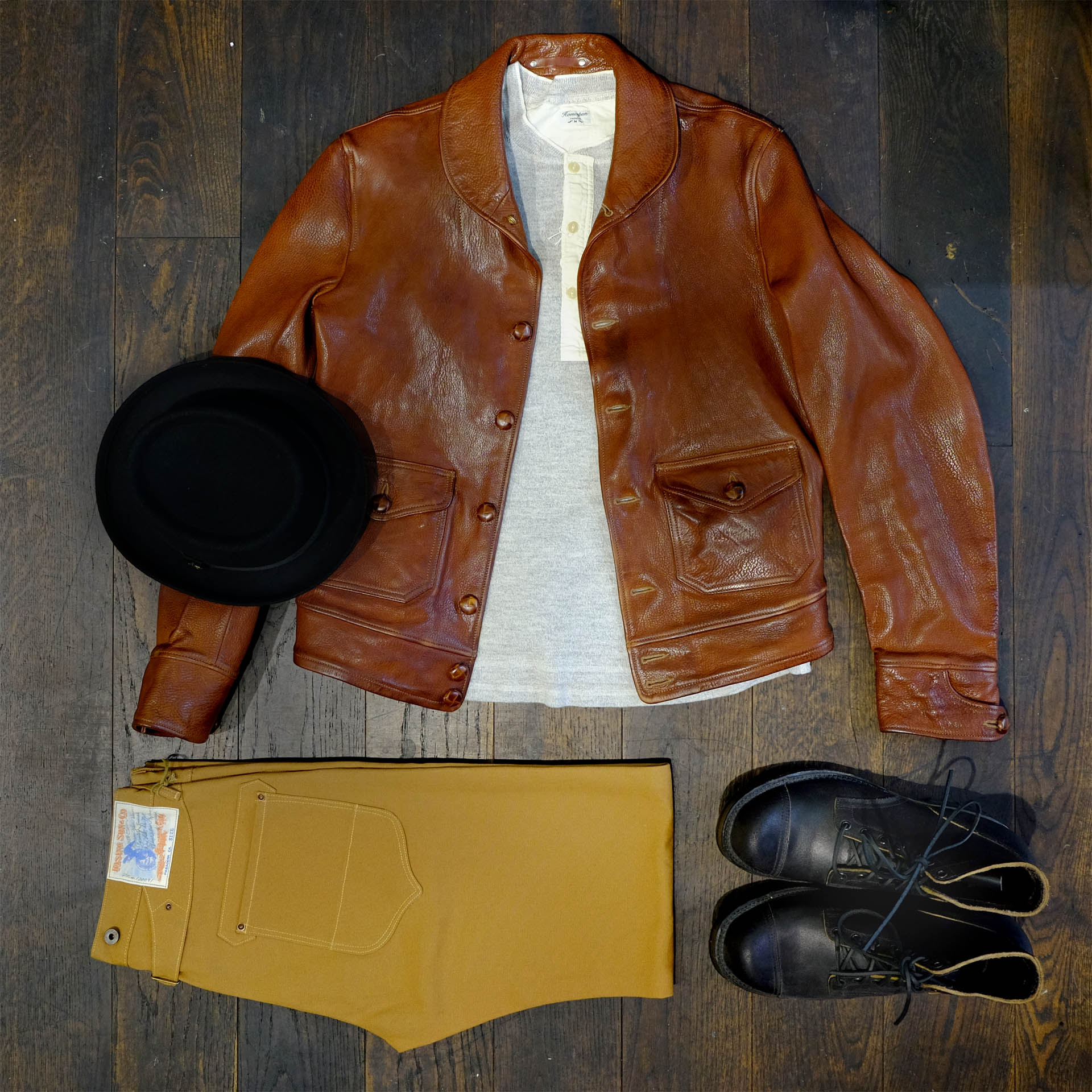 outfit-der-woche-thedileathers-lederjacke-viberg-waxflesh-risingsun-chino-homespun-henley