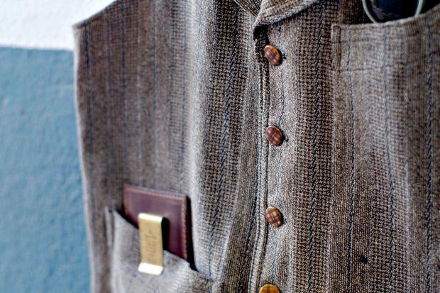 vintage-weste-accessoires-taschenuhr-geldklammer-superior-labor-tavat-eyewear-sonnenbrille-detail-guterzustand