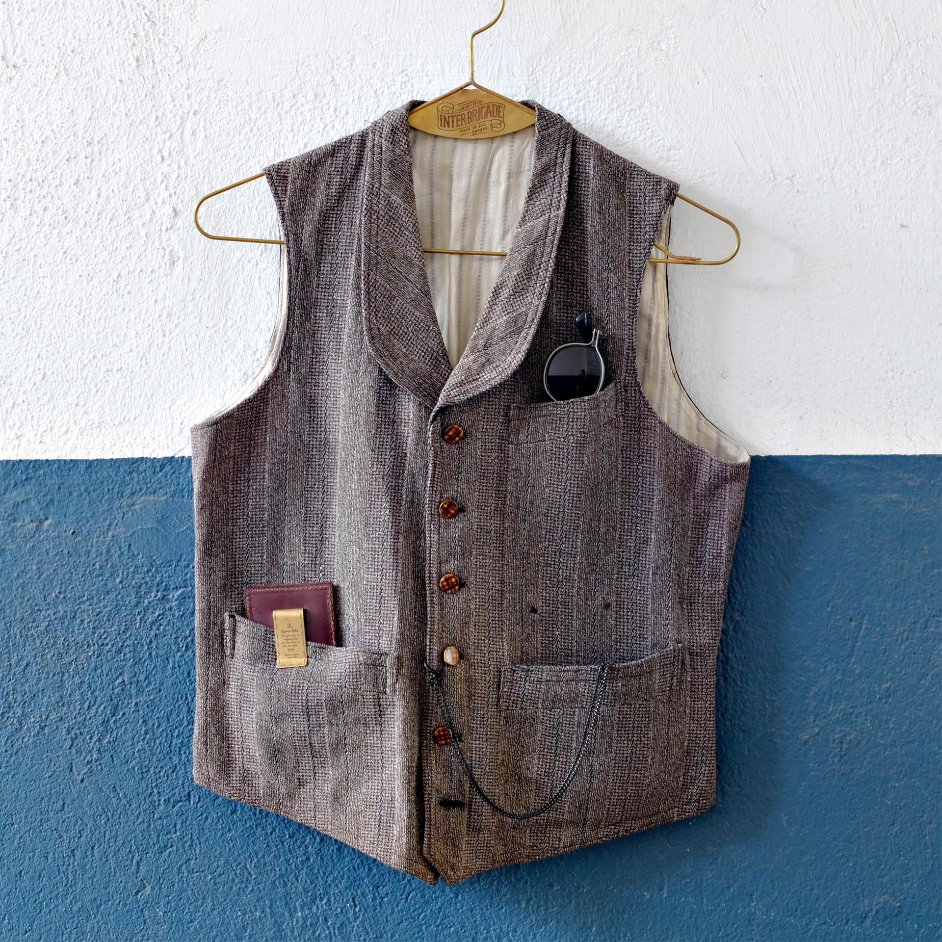 vintage-weste-accessoires-taschenuhr-geldklammer-superior-labor-tavat-eyewear-sonnenbrille