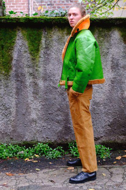jacke-fliegerjacke-gruen-kragen-leuchtfarbe