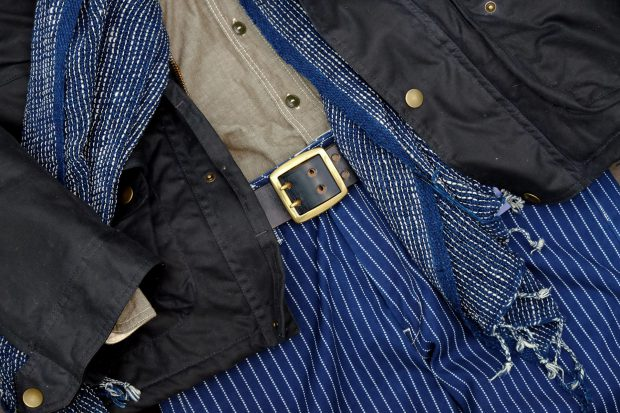 outfit-momotaro-viberg-chicago-tan-timelessleather-chambray-grau-wabash-indigopeople-schal-detail