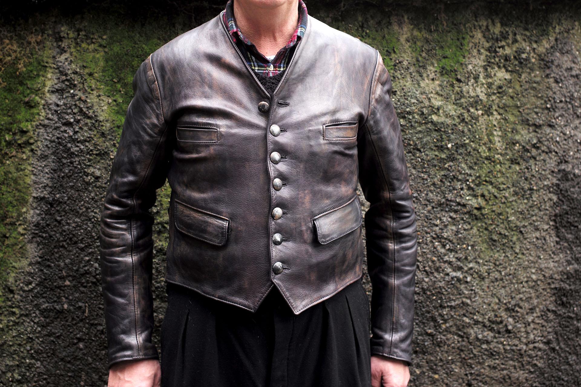 Jacke-Brecht-getragen-Lederjacke-Video-Zeitraffer