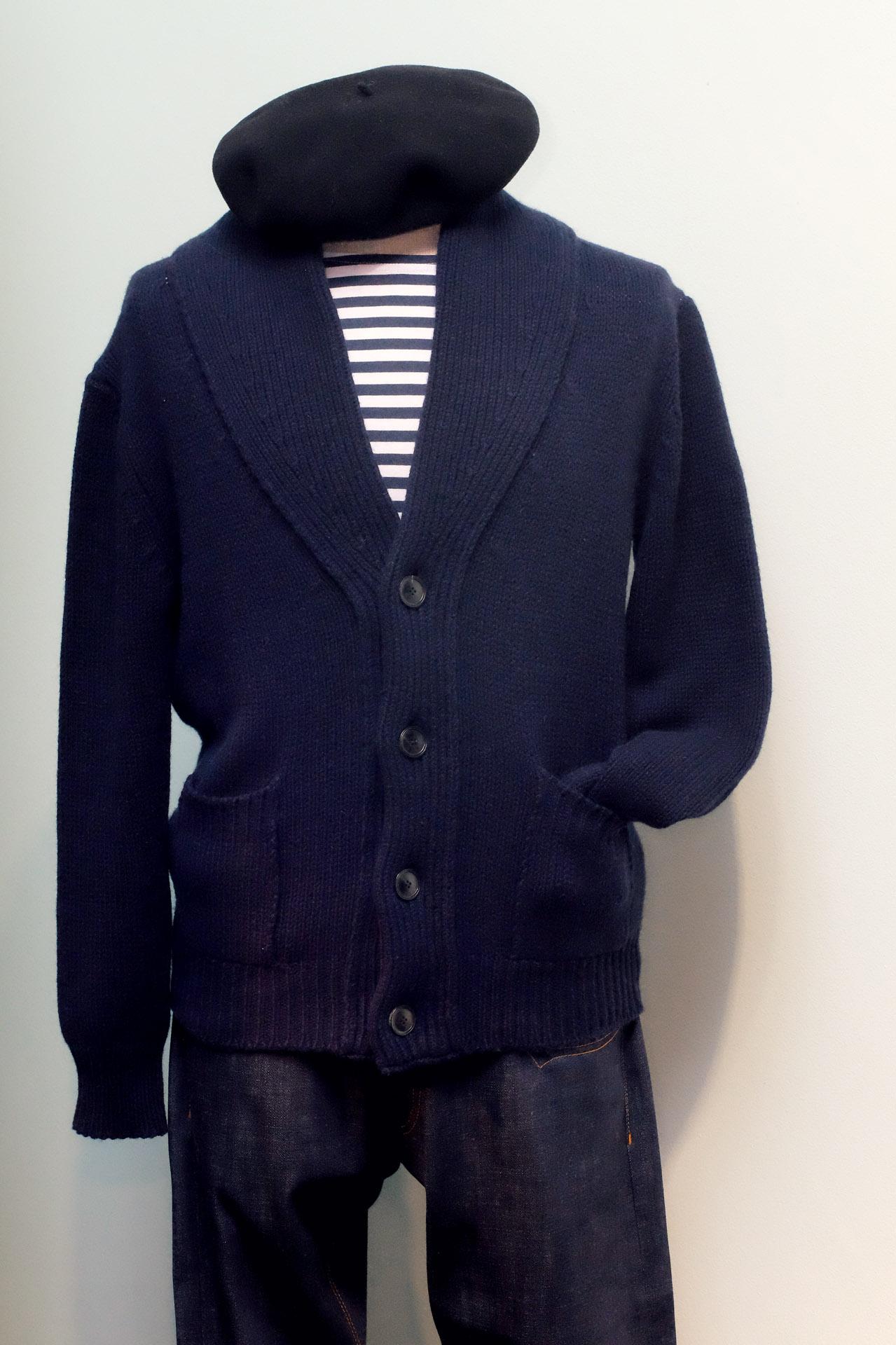 aragona-strickjacke-wolle-strick-blau-marine-streifenshirt-barett-jeans