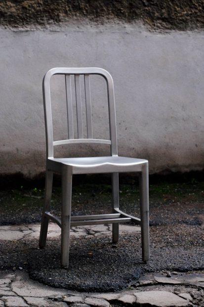 aluminium-stuhl-emeco-navy-designklassiker-metall-eloxiert-vintage