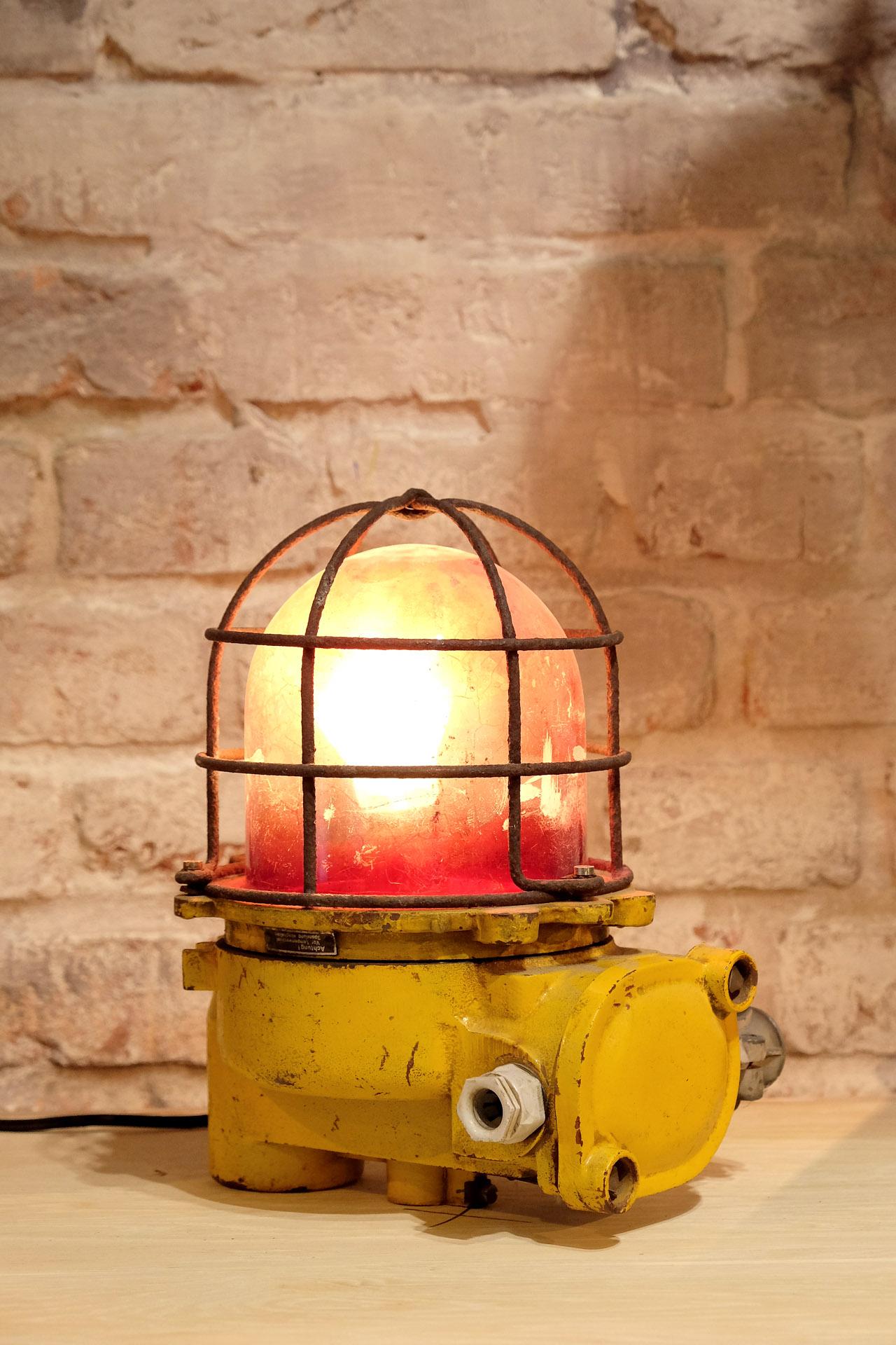 vintage-lampe-fabrik-dekoration-wohnideen-uwevanafferden