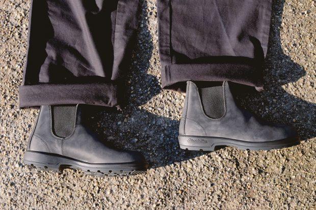 blundstones-rustic-black-stiefel-chelseaboots-kushnir-pants-schwarze-chino